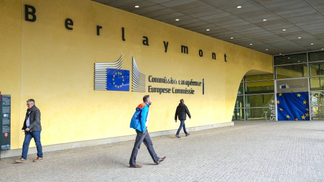 Die EU-Kommission verlangt schnelles Handeln: In einem Vertragsverletzungsverfahren gegen Deutschland verlangt die EU, dass die Bundesrepublik innerhalb von zwei Monaten Maßnahmen ergreift, um die Rx-Preisbindung aufzuheben. (Foto: Imago)