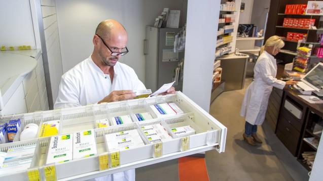 Probleme bei der Auswahl: In Rheinland-Pfalz haben sich nun Ärzte und Apotheker zusammengetan, um gemeinsam gegen Arzneimittel-Lieferengpässe vorzugehen. (m / Foto: imago images / Jochen Tack)