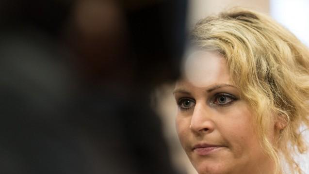 Anti-Baby-Pille vor Gericht: Die 31 Jahre alte Felicitas Rohrer wird im Landgericht in Waldshut-Tiengen (Baden-Württemberg) interviewt. (Foto: dpa)