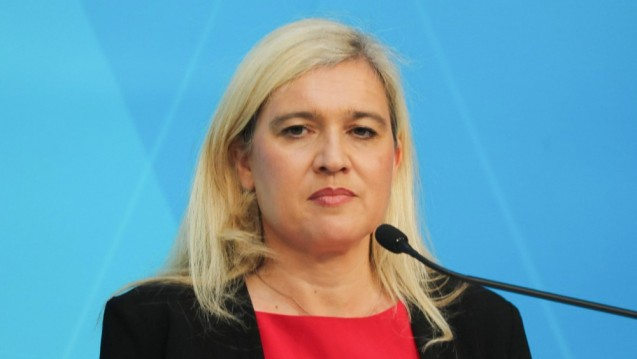 Bayerns Gesundheitsministerin Melanie Huml ist im Test-Stress. (m / Foto: imago images / Sammy Minkoff)
