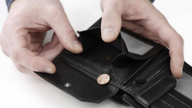 Das Abrechnungszentrum AvP ist insolvent. Was bedeutet das für die Apotheker? (Foto: imago images / 2licht)