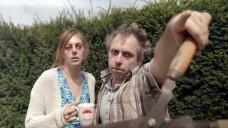 Die Nachbarn verwandeln sich in zombieähnliche Wesen. Schuld ist die Erkältungswelle. (c / Foto: Screenshot Youtube.com)