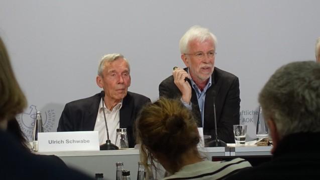 Die AVR-Autoren Ulrich Schwabe (li.) und Wolf-Dieter Ludwig sehen die Entwicklungen im Arzneimittelmarkt kritisch. (m / Foto: ks / DAZ.online)
