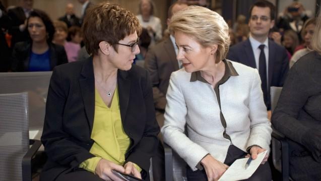 Annegret Kramp-Karrenbauer soll Ursula von der Leyen als Verteidigungsministerin folgen, Jens Spahn bleibt also Gesundheitsminister. (Foto: imago stock / IPON)
