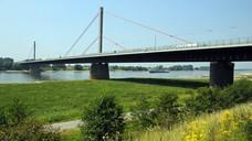Merkenich ist zwar ländlich, aber doch zu gut angebunden, um eine Rezeptsammelstelle zu erlauben. Selbst der baufällige Zustand der Rheinbrücke nach Köln ändert hieran nichts. (Foto: picture alliance / Horst Ossinger)