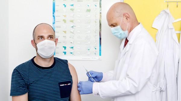 COVID-19-Impfstoffe: ein Kandidat in Phase 3, zweiter folgt