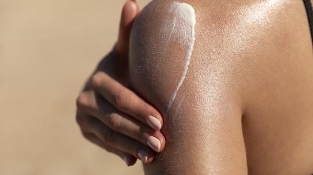 Sollte man auf Sonnenschutz-Produkte mit organischen UV-Filtern verzichten?(x / Foto: Lea / stock.adobe.com)