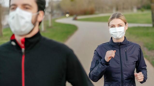 Joggen ist an Alster und Elbe nur mit Maske erlaubt. Das Oberverwaltungsgericht Hamburg bestätigte einen entsprechenden Beschluss des Senats. (Foto: IMAGO / Westend61)
