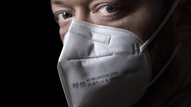 Bei filtrierenden Halbmasken nach dem chinesischen Standard GB 2626 und der Bezeichnung KN95 muss man nicht sofort misstrauisch werden, es kann sich um sogenannte CPA-Masken handeln. Diese müssen dann aber über die entsprechende Kennzeichnung und einen Bewertungsschreiben verfügen. (Foto: imago images / photosteinmaurer.com)