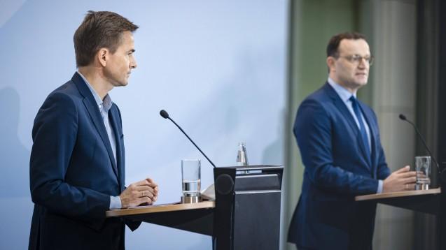 Bundesgesundheitsminister Jens Spahn (rechts) und Philipp Justus, Vice President Google Zentral-Europa, bei der Bekanntgabe ihrer Kooperation am vergangenen Mittwoch.(p / Foto: imago images / photothek)