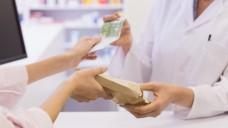 Jährlich 123 Millionen Euro mehr: Ein Institut des PKV-Verbandes weist darauf hin, dass die Apotheker durch Selbstzahler (Privatversicherte) pro Jahr Millionen Euro mehr einnehmen und sparen, beispielsweise weil der Kassenabschlag wegfällt. (Foto: WavebreakMedia/fotolia)