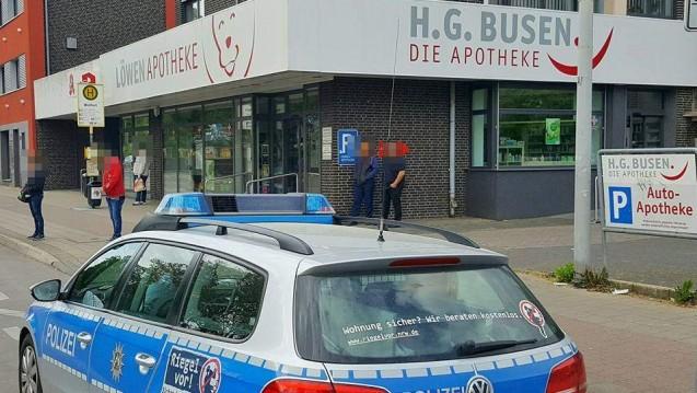 Ein Ziel der Überfall-Serie: Die Löwen-Apotheke in Mönchengladbach. (Fotos: Theo Titz)