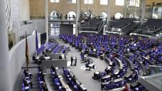 Der Bundestag hat im Eilverfahren und in einer Rumpfbesetzung am gestrigen Mittwoch ein Gesetz zum Schutz der Bevölkerung in einer epidemischen Lage beschlossen. (s / Foto: imago images / Schicke)
