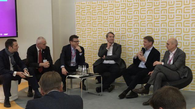 Auf dem DMEA-Kongress diksutierten Dr. Amin-Farid Aly (BÄK), Christian Buse (BVDVA), Tim Steimle (TK) und Dr. Frank Oemig (Telekom) (v.l.n.r.) über die Zukunft des E-Rezeptes. (c / Foto: Christian P. Krohne / christiankrohne.com)