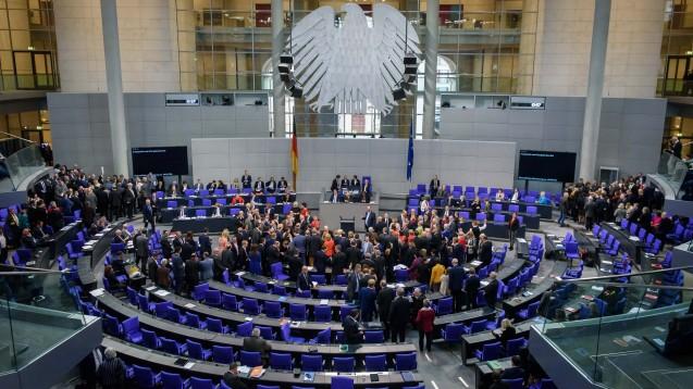 Der Bundestag hat am heutigen Donnerstag auch in namentlicher Abstimmung das Masernschutzgesetz beschlossen. (b/Foto: imago images / Spicker)