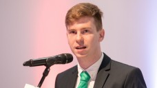 BPhD-Präsident Max Willie Georgi beschäftigt sich in der neuen DAZ.online-Kolumne mit der Frage, warum Studierende weniger Bereitschaft dafür zeigen, mit der Apothekeninhaberschaft ein finanzielles Risiko einzugehen. (Foto: Schelbert)