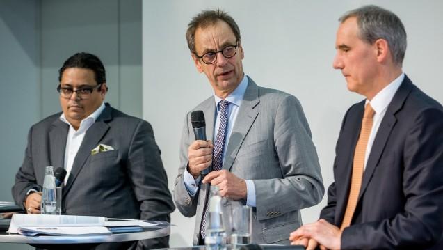 Max Müller, Christian Rotta und Heinz-Uwe Dettling (v.l.) diskutierten das Rx-Versandverbot und etwaige Alternativen.(Foto: Schelbert / DAZ.online)