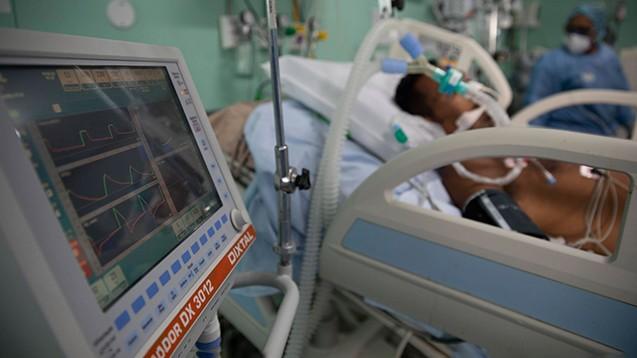 """""""Ärzte ohne Grenzen"""" berichten vom kollabierenden Gesundheitssystem in Brasilien, in Manaus seien alle Intensivbetten belegt, und sehr viele schwer Erkrankte warteten dringend auf Behandlung.(Foto: IMAGO / ZUMA Wire)"""