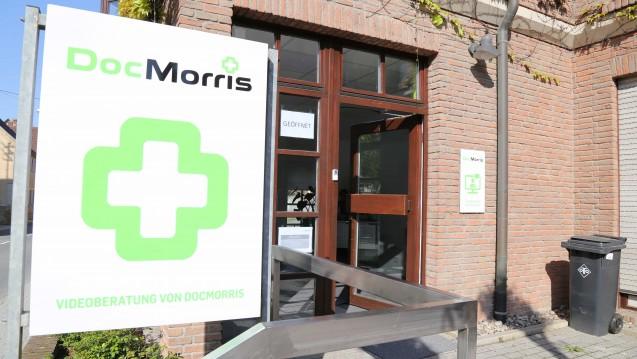 Gerichtstermin steht: Ein Apotheker versucht, die niederländische Versandapotheke DocMorris mit ihrem Arzneimittel-Automaten in Hüffenhardt vor Gericht zu stoppen. (Foto: diz)