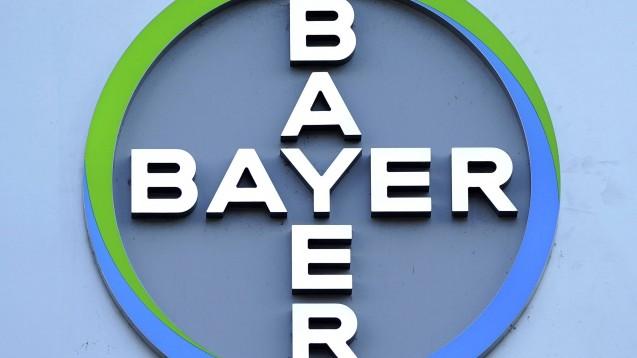 Daumen hoch oder runter für die Zusammenarbeit von Bayer mit den Apotheken? Das will der Konzen Mitte Oktober per Online-Umfrage evaluieren. (m / Foto: imago images / Future Image)