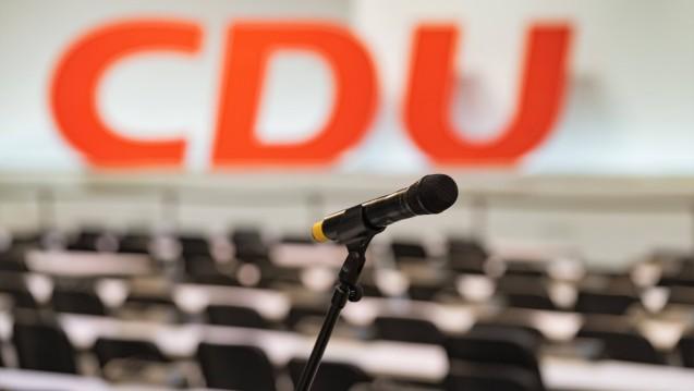 Die Ruhe vor dem Sturm: Auf dem diesjährigen CDU-Parteitag diskutiert die Partei nicht nur über den neuen CDU-Vorsitz, sondern auch über die grenzüberschreitende Arzneimittelversorgung. (s / Foto: Imago)