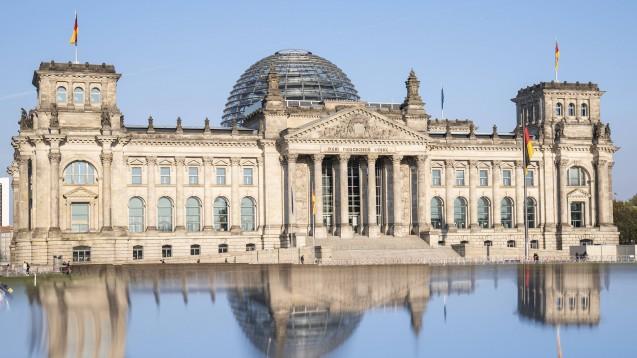 Im Bundestag wird diese Woche das dritte Digitalisierungsgesetz von Bundesgesundheitsminister Jens Spahn (CDU) beschlossen – samt erweitertem Makelverbot für E-Rezepte. (Foto: IMAGO / Political-Moments)