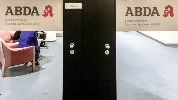 ABDA: Keine Rückkehr zum Rx-Versandverbot und Änderungen am Spahn-Plan