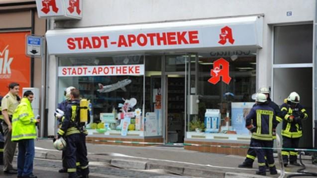 Blick auf eine Apotheke in Sulzbach, in der hochexplosive Pikrinsäure für Feuerwehreinsatz sorgte. (2008). (Foto: Becker&Bredel / dpa)