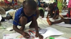 """Conakry, Guinea: Kinder in einer Spielgruppe der Nichtregierungsorganisation """"Hilfe für die afrikanische Familie"""" (AFA). (Foto: Kristin Palitza/dpa)"""