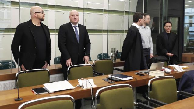 Ex-ABDA-Sprecher Thomas Bellartz (li.) und der IT-Techniker Christoph H. (2. von re.) müssen sich derzeit vor dem Landgericht Berlin verantworten. (Foto: DAZ.online)