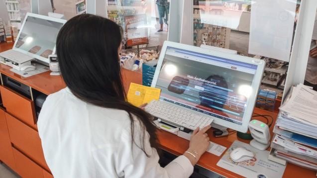 In einigen Apotheken läuft die Zertifikatserstellung bestens, andere klagen über Serverausfälle. (c / Foto: IMAGO / localpic)