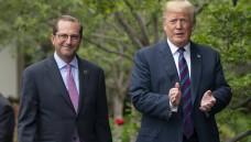 US-Gesundheitsminister Alex Azar und US-Präsident Donald Trump wollen den Pharmaunternehmen in den USA mehr Preisdruck machen, die Hersteller sollen ihre Preise veröffentlichen, wird gefordert. ( r / Foto: Imago)