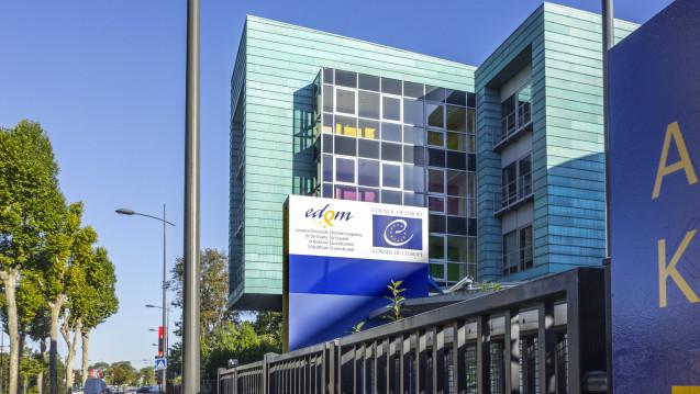Das European Directorate for the Quality of Medicines & HealthCare (EDQM) wehrt sich gegenüber DAZ.online gegen die Vorwürfe, das Zulassungs- und Herstellungsprozesse wie eine Blackbox seien. (m / Foto: Imago)