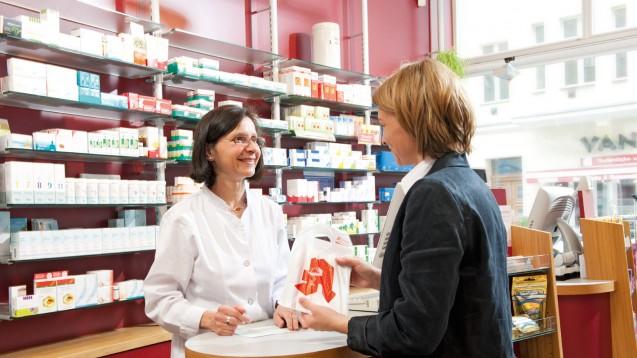 Der Pseudo-Customer bewertet das Beratungsgespräch und gibt der Apotheke Feedback. (Foto: ABDA)