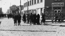 Apotheke im Ghetto Litzmannstadt (Lodz). Im Teil 3 der DAZ.online-Miniserie über jüdische Apotheker geht es darum, welche Wege jüdische Apotheker während der Verfolgung durch die Nazis genommen haben. ( r / Foto: dpa)
