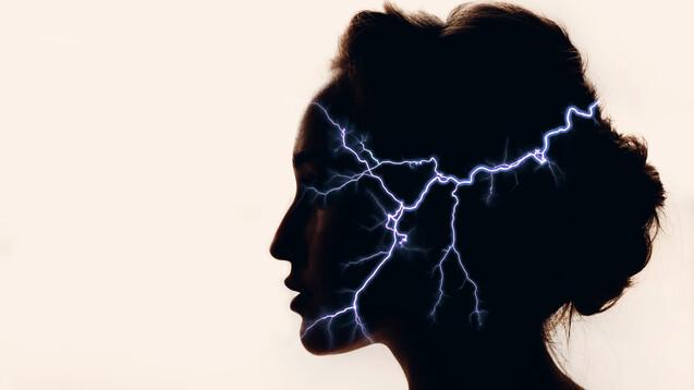 Der ursprünglich zur Migräneprophylaxe entwickelte CGRP-Antikörper Eptinezumab zeigt auch bei akuten Migräneattacken eine gute Wirksamkeit. Gegen den breiten Einsatz dürfte, sollte in dieser Indikation einmal eine Zulassung erfolgen, die intravenöse Gabe sprechen. (Foto: primipil / AdobeStock)