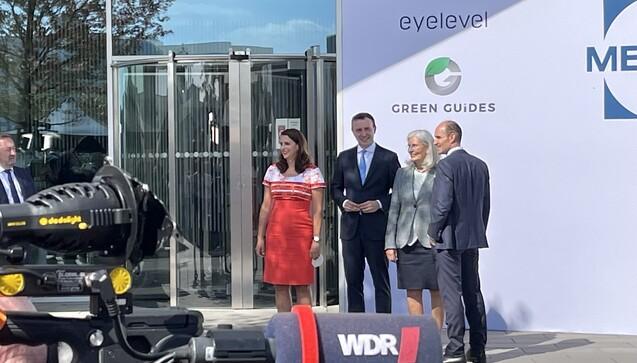 Katja Pütter-Ammer, Paul Ziemiak, Bärbel Pütter (Gesellschafterin und Ehefrau des kürzlich verstorbenen Senior-Chefs Sigurd Pütter) und Richard Ammer (v.l.n.r.) (Foto: eda / DAZ)