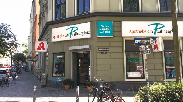 Die Kiez-Apotheke in St. Pauli brennt für den hießigen Fußballverein und ist aus dem Stadtviertel nicht wegzudenken. (Foto: Apotheke am Paulinenplatz)