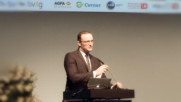 Auch wenn Spahn das Thema Digitalisierung in seiner ersten gesundheitspolitischen Debatte vor einem Monat ausklammerte, zeigte er sich auf der IT-Messe Conhit am gestrigen Dienstag Feuer und Flamme für den Bereich E-Health. (Foto: bj / DAZ.online)