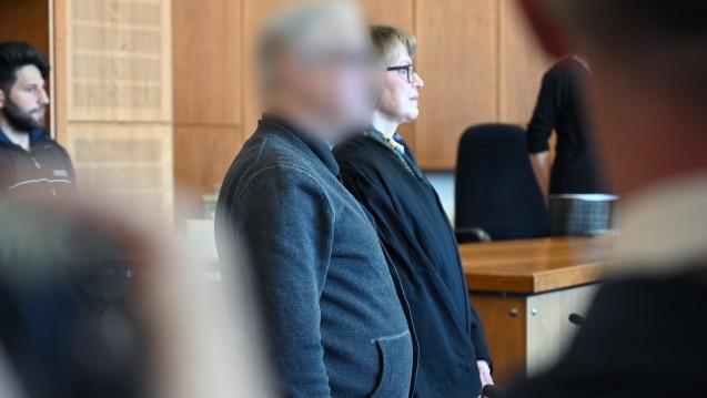 Der Heilpraktiker Klaus R. muss sich seit dem vergangenen Freitag vor Gericht verantworten. Ihm wird vorgeworfen, das womöglich tödliche Mittel 3-Brompyruvat an Menschen abgegeben zu haben. (s / Foto: dpa)