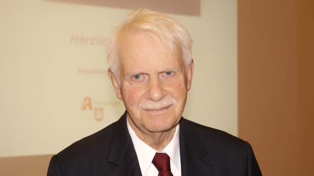 Jörn Graue, Chef des NARZ und des Hamburger Apothekervereins, fordert nach dem Schiedsspruch zur Zytostika-Vergütung, die Hilfstaxe komplett aufzukündigen. (Foto: tmb)
