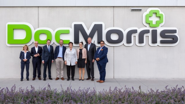 Zu Besuch beim Holland-Versender: Bundeswirtschaftsministerin Brigitte Zypries (5. von links) besuchte die niederländische Versandapotheke DocMorris. (Foto: DocMorris)