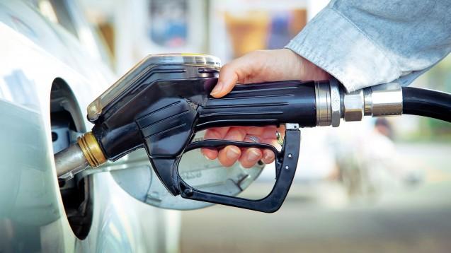 Tankgutscheine für Apothekenmitarbeiter können eine für beide Seiten erfreuliche Zuwendung sein – vorausgesetzt, der Arbeitgeber beachtet einige Vorgaben. (c / Foto: Sandor Jackal / stock.adobe.com)