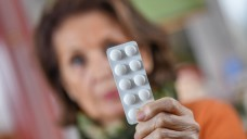 Ist die Pharmakotherapie zu männlich? Frauen sind in klinischen Studien unterrepräsentiert und erhalten häufiger die falschen Arzneimittel. ( r / Foto: imago)