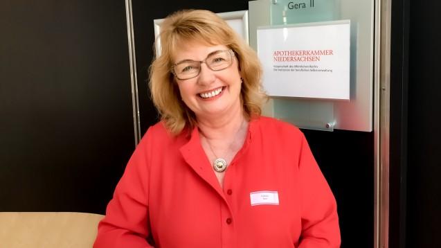 Niedersachsens Apothekerkammer hat eine neue Präsidentin: Nach fast 20 Jahren übergab Magdalene Linz das Amt an Cathrin Burs (hier im Bild) aus Braunschweig. (c / Foto: eda)