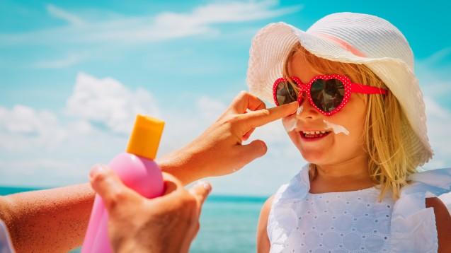 Ökotest wollte wissen, welche Sonnencreme für Kinder am besten geeignet ist. (x / Foto:nadezhda1906 / stock.adobe.com)