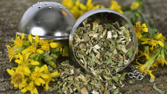 Traditionelle pflanzliche Arzneimittel mit Goldrutenkraut sollen aus der Apothekenpflicht entlassen werden. (Foto: Brigitte Bonaposta / Fotolia)