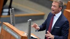 Der Bundes- und Landesvorsitzende der FDP, Christian Lindner, will die Diskussion um das Rx-Versandverbot offenbar in den Landeswahlkampf tragen. (Foto: dpa)