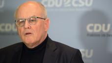 Unions-Fraktionschef Volker Kauder hat als Kompromiss im gesundheitspolitischen Konflikt zwischen Union und SPD vorgeschlagen, dass die Kassen-Honorare der Ärzte erhöht werden sollen. (Foto: Picture Alliance)