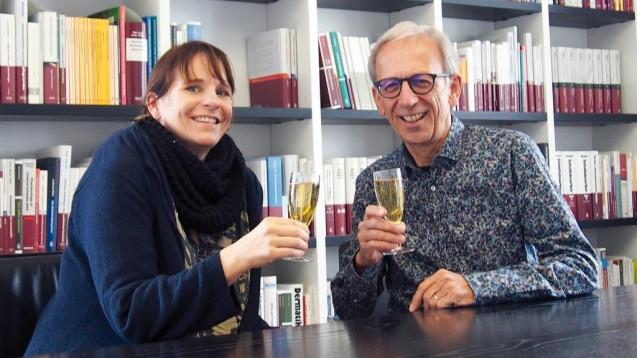 Auf Ditzels Tagebuch: Autor und DAZ-Herausgeber Peter Ditzel und DAZ.online-Chefredakteurin Julia Borsch feieren den 5. Geburtstag des Tagebuchs. (Foto: ekr)